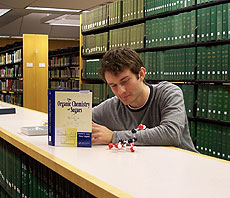 Photo: Student in library
