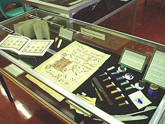 Photo manuscript display